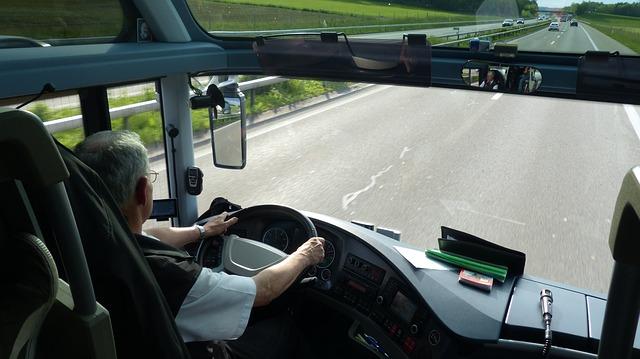 kierowca w autokarze