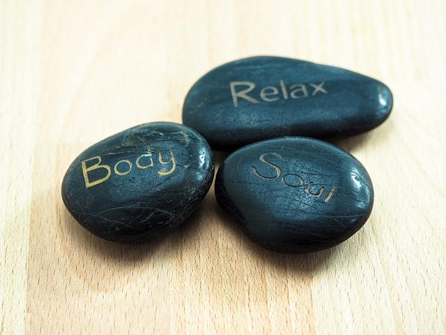 kamyki z napisami body, relax, soul