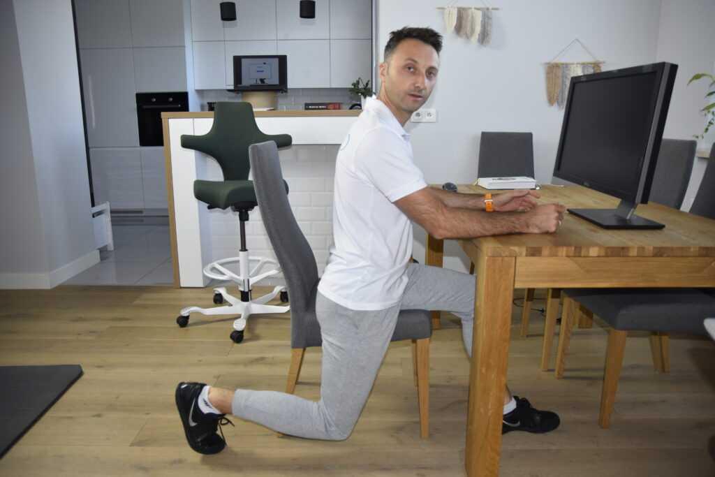 Ćwiczenia przy biurku nakręgosłup